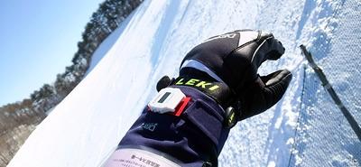 スキーウェアに時計を付けてみた